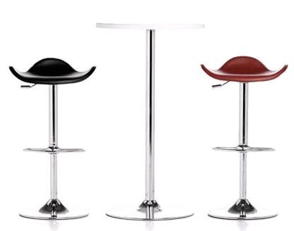 Barstoler og bord